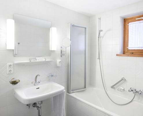 Das helle Badezimmer mit Tageslicht