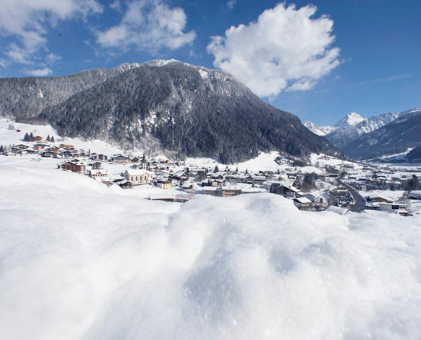 Schnee und Berge so weit das Auge reicht